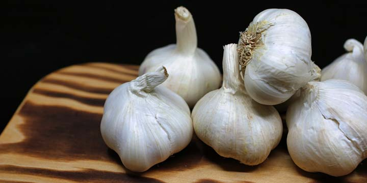 Garlic has lots of protective phytochemicals. Photo by Nick Collins from Pexels.