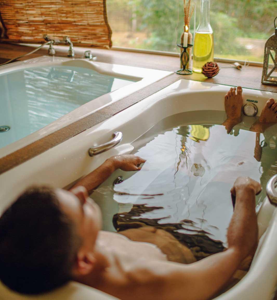 A hot hydrotherapy full body bath