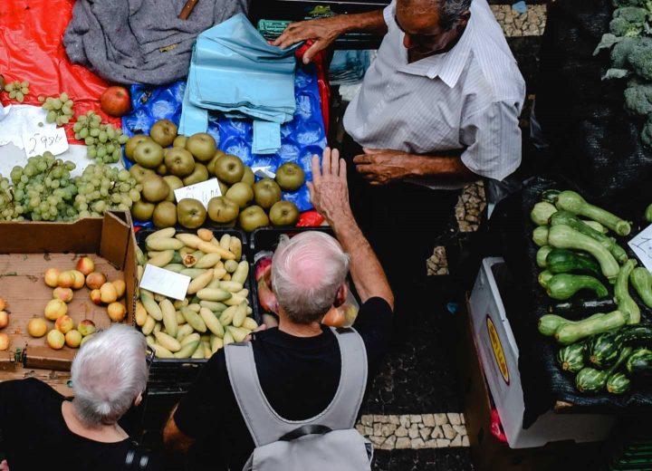 Fresh products at the farmers market - Photo by Eva Elijas from Pexels