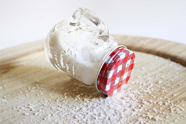 Salt shaker -  Photo by Lorena Martínez from Pexels