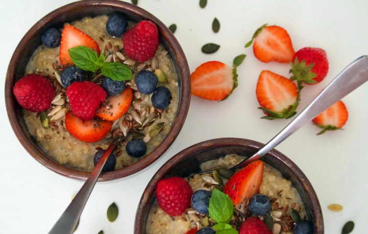 A bowl of oatmeal wit fruits - Photo by Thiea Alhoz from Pexels